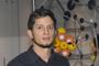 El doctor en ciencias ambientales Gian Carlo Delgado Ramos, del Centro de Investigaciones Interdisciplinarias en Ciencias y Humanidades (CEIIH) de la UNAM, obtuvo en el área de ciencias sociales el Premio de Investigación de la Academia Mexicana de Ciencias 2014.