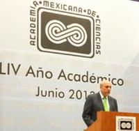 El doctor Enrique Cabrero Mendoza, durante su intervención con motivo del inicio del LIV año académico de la AMC.