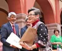 Reciben delegados reconocimientos por su colaboración en la ONQ.