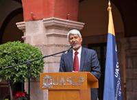 El vicepresidente de la AMC, José Luis Morán, en su mensaje a los190 participantes de la XXVI Olimpiada de Química, durante la ceremonia de clausura.