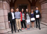 Parte de los alumnos participantes en el certamen.