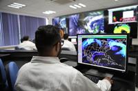 El Laboratorio Nacional de Observación de la Tierra recibe información de ocho diferentes satélites; entre los servicios que ofrece está la distribución de imágenes con y sin procesamiento a los socios del consorcio, y también para los usuarios en general a través del geoportal de LANOT (www.lanot.unam.mx).