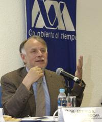 El presidente de la Academia Mexicana de Ciencias, Arturo Menchaca Rocha.