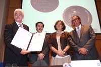 El doctor Miguel Ángel Puig-Samper fue recibido como nuevo miembro correspondiente por el presidente de esta institución, el doctor Jaime Urrutia, con la bienvenida de la ex presidenta de la AMC, Rosaura Ruiz; y Alfredo Uribe, investigador de la Universidad Michoacana de San Nicolás de Hidalgo.