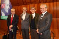 Reunidos en el Aula Mayor de El Colegio Nacional: Michel Morange, Francisco Bolívar Zapata, Antonio Lazcano Araujo y Ranulfo Romo.