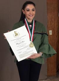 Margarita Flores, de Inmedia, recibe el Premio del Certamen Nacional e Internacional de Periodismo 2017, que otorga el Club de Periodistas de México.