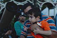 Los asistentes más pequeños disfrutaron de la observación astronómica en el Museo de Historia Natural.