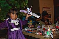 En uno de los talleres en los que pudieron participar los asistentes a la Noche de las Estrellas 2016 en el Museo de Historia Natural en la Ciudad de México fue el dedicado a armar la sonda Rosetta, la cual pudieron decorar los pequeños a su antojo.