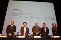 Integrantes del presidium durante la ceremonia de entrega de las Becas para las Mujeres en la Ciencia L´Oréal-Unesco-Conacyt-AMC 2016, Cesar Guerrero (Conalmex), Jaime Urrutia (AMC), Enrique Cabrero (Conacyt), Jean-Noël (L´Oréal) y Nuria Sanz (Unesco).