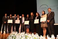 Ganadoras e integrantes del presidium durante la ceremonia de entrega de las Becas para las Mujeres en la Ciencia L'Oréal-Unesco-Conacyt-AMC 2016.