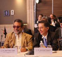 El presidente de la Academia? Mexicana de Ciencias?, Jaime Urrutia Fucugauchi (derecha) y José Franco, coordinador del Foro Consultivo Científico y Tecnológico, invitados a la reunión.