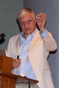 El doctor Fernando A. Barrios Álvarez ofreció la plática