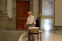 Ante un público cuyo número no tiene precedentes en México para un evento matemático, el doctor Persi Diaconis, dictó una conferencia en el marco del Primer Congreso Matemático de las Américas.