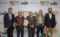 Martin Kropff, director general del Cimmyt en México (extrema izquierda) con los tres ganadores del Premio Cargill-CIMMYT 2017: José Moises Rodríguez, Alfonso Larqué y Silvano Gaxiola, con Jorge Armando Narváez Narváez. subsecretario de Agricultura.