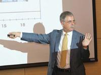 Doctor Enrique Galindo Fentanes, secretario de Vinculación del IBt de la UNAM.