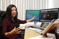 Maritza Lara es investigadora en el Departamento de Astronomía Extragaláctica y Cosmología del Instituto de Astronomía de la UNAM. La investigadora tuvo su primer contacto con la astronomía como becaria del Verano de la Investigación de la AMC.