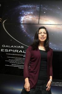 """Tras analizar 300 mil galaxias, la astrofísica Maritza Lara López está interesada en encontrar los mecanismos responsables de la evolución de estas estructuras. Su proyecto """"Metal-THINGS"""" se hizo acreedor a una de las cinco Becas L'Oréal-Unesco-Conacyt-AMC 2016."""