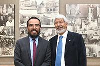 El ganador del Premio Jorge Lomnitz Adler 2018, Braulio Gutiérrez Medina, del Instituto Potosino de Investigación Científica y Tecnológica, y el presidente de la AMC, José Luis Morán.