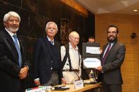 El Premio Jorge Lomnitz Adler 2018 se otorgó al investigador Braulio Gutiérrez Medina, del Instituto Potosino de Investigación Científica y Tecnológica (Ipicyt), en una ceremonia encabezada por el presidente de la Academia Mexicana de Ciencias, José Luis Morán, y el director del Instituto de Física de la UNAM, Manuel Labansat.