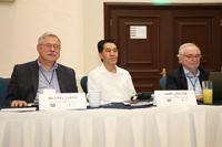 El presidente de la Academia Mexicana de Ciencias, Jaime Urrutia (centro) con los co-coordinadores de la Red Inter-Americana de Academias de Ciencias (IANAS, sus siglas en inglés), Michael Clegg y Juan Asenjo, de las Academias de Ciencias de Estados Unidos y Chile.