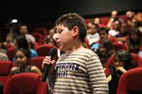 El público, principalmente joven, planteó a los científicos presentes en la función, preguntas relacionadas con temas de astronomía y cosmología, incluso los más jóvenes se animaron a participar.