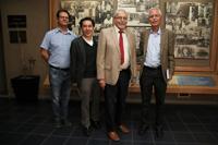 Octavio Miramontes Vidal, Jaime Urrutia Fucugauchi, Cinna Lomnitz y Manuel Torres Labansat durante el simposio