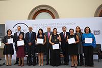 Titulares y representantes de la Academia Mexicana de Ciencias (AMC), del Consejo Nacional de Ciencia y Tecnología (Conacyt), L´Oréal, Unesco- México y Conalmex con las ganadores de las Becas L´Oréal- Unesco-Conacyt-AMC 2018, en el Castillo de Chapultepec.