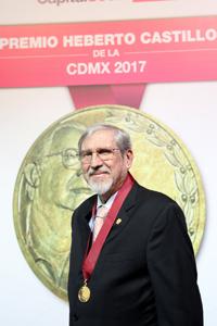 El biotecnólogo emérito de la UNAM Lourival Possani recibió un nuevo premio en reconocimiento a su carrera de investigación y aportaciones, en esta ocasión el Premio Heberto Castillo de la Ciudad de México 2017. Por una Ciudad ConCiencia.