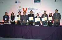 Ganadores del Premio Conacyt de Periodismo de Ciencia, Tecnología e Innovación 2017, representantes de la Benemérita Universidad Autónoma de Puebla, del Consejo Nacional de Ciencia y Tecnología e integrantes del jurado, en la clausura del V Seminario Iberoamericano de Ciencia, Tecnología e Innovación, celebrado en Puebla.