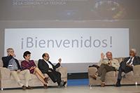 Intervención de algunos de los directores, codirectores y coordinadora de Domingos en la Ciencia durante el panel en el que ofrecieron detalles de este programa pionero de la AMC.