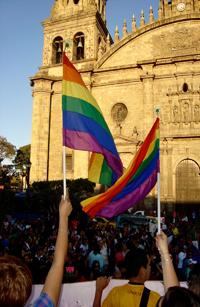 En el contexto de la cultura mexicana la iglesia católica históricamente ha desempeñado un rol importante para construir una moral sexual en función de la cual se estructuran además de experiencias, también instituciones como el amor de pareja, matrimonio y familia, señala la antropóloga social Karina Bárcenas Barajas.