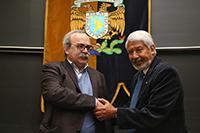 El matemático José Antonio de la Peña y el físico José Luis Morán, ex presidente y actual presidente de la Academia Mexicana de Ciencias, respectivamente.