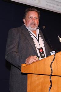 Doctor Gerardo de Jesús Aguirre Díaz, especialista en vulcanologia explosiva durante su ponencia en la Reunión General de la AMC Ciencia y Humanismo II.