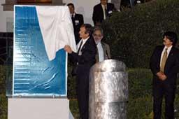 Durante la inauguración fue develada una placa.