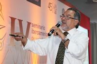 Pedro Hernández Tejeda, director de Innovación y Transferencia de Conocimiento de la BUAP, impartió la conferencia