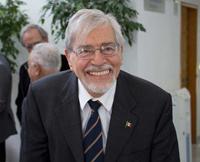 El doctor Lomnitz, Premio Nacional de Ciencias y Artes, ha dejado huellas importantes en la geofísica mexicana.