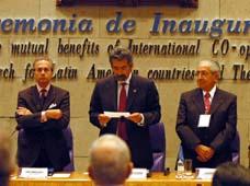 La movilidad de estudiantes y profesores es considerada por el director del IPN, Enrique Villa (al centro), como una de los beneficios de la cooperación.