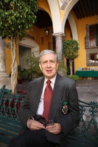 Doctor Enrique Pérez Castillo, investigador del Instituto de Ciencias Sociales y Humanidades de la Benemérita Universidad Autónoma de Puebla, especialista en literatura inglesa.