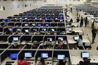 Los call centers están abastecidos con las nuevas tecnologías de la comunicación: la computadora aparece simultáneamente como medio de producción y como medio de vigilancia del trabajo, señala la antropóloga Natalia Radetich.