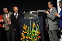 La develación de la placa conmemorativa del 75 aniversario de la revista Ciencia, órgano oficial de la Academia Mexicana de Ciencias, estuvo a cargo de los doctores Jaime Urrutia Fucugauchi y Miguel Pérez de la Mora, presidente de la AMC, y director de la publicación, respectivamente