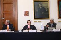 Armando Mansilla, Jaime Parada y José Luis Morán, presidentes respectivamente de las Academias de Medicina, Ingeniería y Ciencias, de México, en la sesión de trabajo de la Segunda Reunión Bilateral de las academias de nuestro país y Estados Unidos.