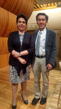 La doctora Alma Porres Luna, de la Comisión Nacional de Hidrocarburos, y Jaime Urrutia Fucugauchi, presidente de la Academia Mexicana de Ciencias, coordinador del  simposio El sector energético en México en El Colegio Nacional.