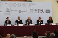 Benito Mirón, secretario general del Conalmex; José Luis Morán, presidente de la AMC; Enrique Cabrero, director general de Conacyt; Jean.Noêl Divet, presidente y director general de L`Oréal México; y Nuria Sanz, directora y representante de la Oficina de la Unesco en México.