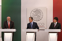 Enrique Cabrero, director general de Conacyt; Eduardo Sánchez, vocero de la Presidencia; y Elías Micha, coordinador de Ciencia, Tecnología e Innovación de la Oficina de la Presidencia, en rueda de prensa en la Residencia de Los Pinos, para hablar de la iniciativa de reforma a Ley de Ciencia y Tecnología.