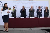 Mónica López Hidalgo, de la Facultad de Medicina, Universidad Autónoma de Querétaro, y ganadora de una de las Becas para las Mujeres en la Ciencia L´Oréal-Unesco-Conacyt-AMC 2017, en el área de ciencias naturales.