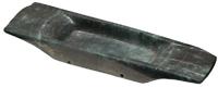 Artefacto de piedra verde que muestra la forma de las canoas que usaron los olmecas para navegar en los ríos y pantanos.