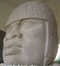 Cabeza colosal: retrato de un gobernante olmeca.
