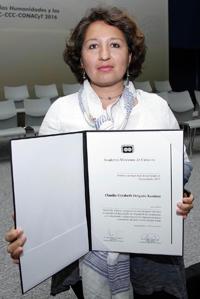Doctora Claudia E. Delgado Ramírez, ganadora en el área de  humanidades del Premio de la Academia a las mejores tesis de doctorado en Ciencias Sociales y Humanidades 2015.