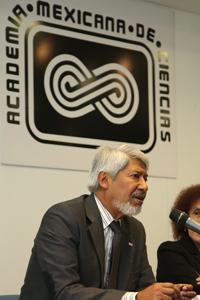 Doctor José Luis Morán, presidente de la Academia Mexicana de Ciencias, en la presentación del libro, que tuvo lugar en la Unidad de Seminarios.