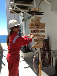 El trabajo realizado en la plataforma donde se habilitaron laboratorios temporales consistió en la perforación al lecho marino, recuperación de material y realización de los análisis preliminares a los núcleos.